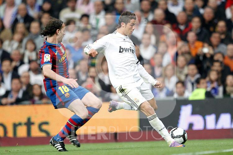MADRID (10/04/2010).- Spanish League match Real Madrid vs Barcelona. Gabi Milito and Cristiano Ronaldo...Photo Cesar Cebolla / ALFAQUI