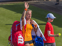 Den Bosch, Netherlands, 13 June, 2017, Tennis, Ricoh Open, Kiki Bertens (NED) lleaves with a exasperated face the court after loting.<br /> Photo: Henk Koster/tennisimages.com