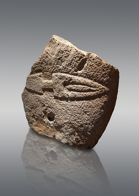 Fragmant of a Late European Neolithic prehistoric Menhir standing stone with carving of a knife on its face side.  Excavated from Palas de Nuraxi II, Laconi. Menhir Museum, Museo della Statuaria Prehistorica in Sardegna, Museum of Prehoistoric Sardinian Statues, Palazzo Aymerich, Laconi, Sardinia, Italy. Grey background.