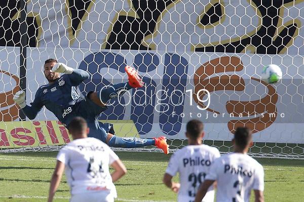 Santos (SP), 27.01.2020 - Santos-Botafogo - O goleiro wladimir sofre gol de penalti. Partida entre Santos e Botafogo valida pela 30. rodada do Campeonato Brasileiro neste domingo (27) no estadio da Vila Belmiro em Santos.