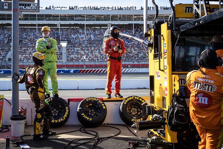 #18: Kyle Busch, Joe Gibbs Racing, Toyota Camry M&M's crew