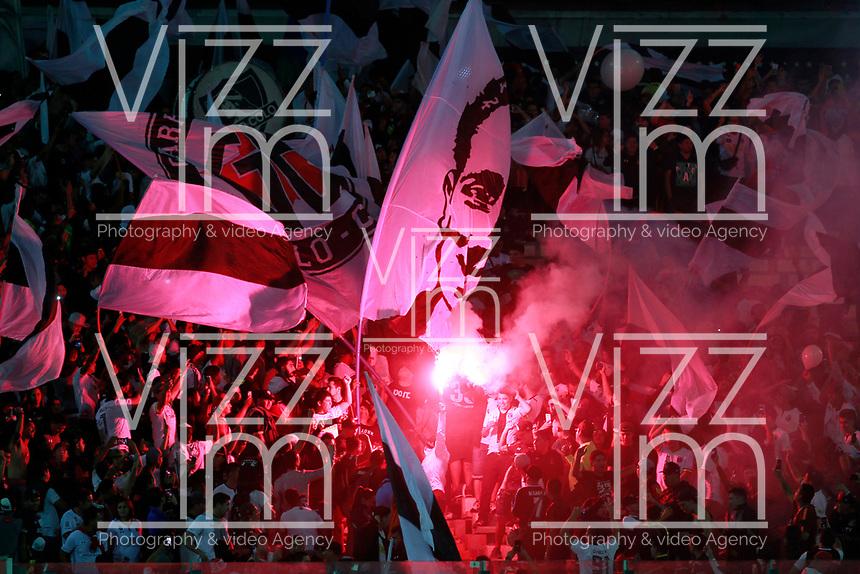SANTIAGO DE CHILE - CHILE - 27 - 02 - 2018: Los hinchas de Colo Colo (CHL)animan a su equipo, durante partido de la Fase de Grupos, grupo 2, fecha 1 entre Colo Colo (CHL) y Atletico Nacional (COL), por la Copa Conmebol Libertadores 2018 en el estadio Monumental David Arellano, de la ciudad de Santiago de Chile. / Fans of Colo Colo (CHL), cheer for their team during match of the Group Stage, group 2, 1st date between Colo Colo (CHL) and Atletico Nacional (COL) for Copa Conmebol Libertadores 2018 at the David Arellano Monumental Stadium, in the city of Santiago de Chile. Photo: VizzorImage / Marcelo Hernandez / Cont. / Photosport