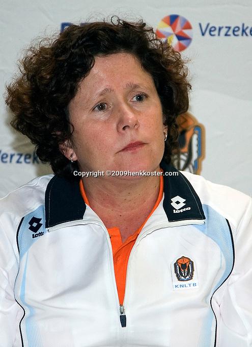 29-1-09, Almere, Training Fedcup team, captain Mannon Bollegraf