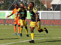 ENVIGADO - COLOMBIA, 14–08-2021: Bayron Garces de Alianza Petrolera celebran el segundo gol anotado a Envigado F. C. durante partido entre Envigado F. C. y Alianza Petrolera de la fecha 5 por la Liga BetPlay DIMAYOR II 2021, en el estadio Polideportivo Sur de la ciudad de Envigado. / Bayron Garces of Alianza Petrolera celebrate the second scored goal to Envigado F. C., during a match between Envigado F. C., and Alianza Petrolera of the 5th date for the BetPlay DIMAYOR II League 2021 at the Polideportivo Sur stadium in Envigado city. / Photo: VizzorImage / Donaldo Zuluaga / Cont.