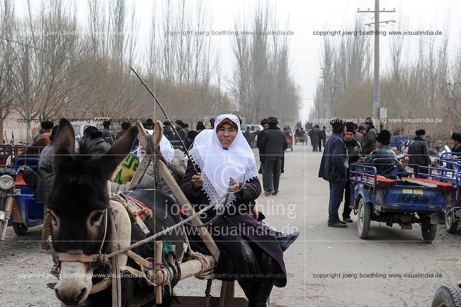 CHINA province Xinjiang, market day in uighur village Langar near Kashgar / CHINA Provinz Xinjiang, Markttag in Langar einem uigurischen Dorf bei Stadt Kashgar hier lebt das Turkvolk der Uiguren, das sich zum Islam bekennt