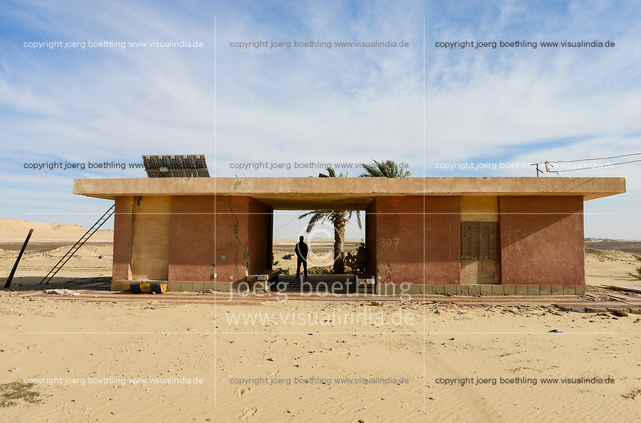 EGYPT, western desert, railway line Cairo to Bahariya Oasis, used for iron ore transport, railway station in the middle of nowhere, waiting for ...