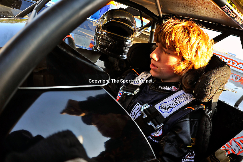 Feb 11, 2011; 5:08:42 PM; Gibsonton, FL., USA; The Lucas Oil Dirt Late Model Racing Series running The 35th annual Dart WinterNationals at East Bay Raceway Park.  Mandatory Credit: (thesportswire.net)