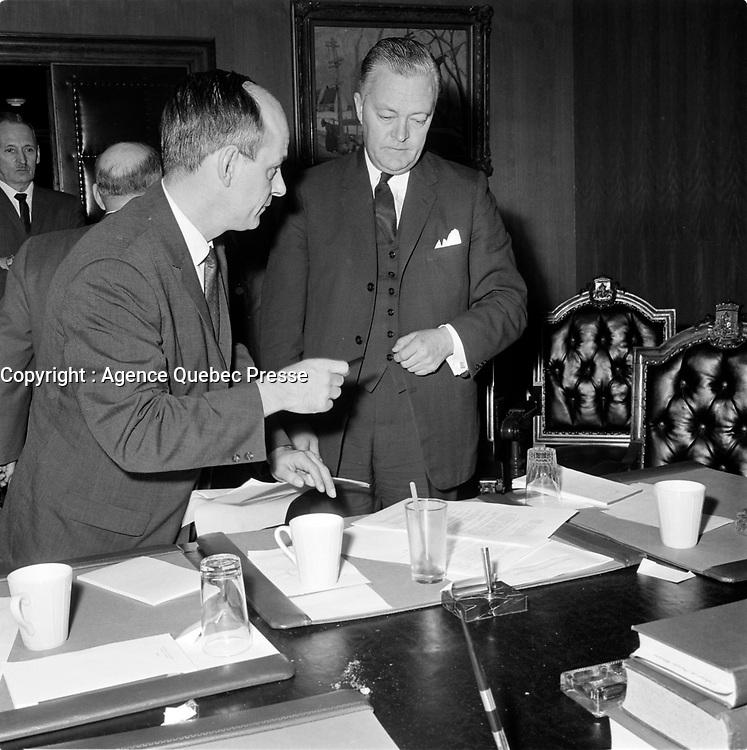 Rene Levesque avec Le Premier ministre et chef du parti liberal Jean Lesage en 1965 (date exacte inconnue)<br /> <br /> PHOTO : Agence Quebec Presse - Photo Moderne