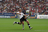 Christoph Spycher (Eintracht Frankfurt) gegen Lukasz Piszczek (Hertha BSC Berlin)