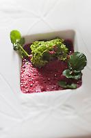 Europe/France/Rhone-Alpes/74/Haute-Savoie/Megève: Betterave en gnocchi parmesan et biscuit de Savoie au cresson, recette d'Emmanuel Renaut dit Manu - Restaurant: Flocons de Sel - Route de Rochebrune