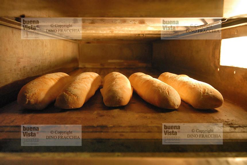 - bakery, bread in the oven....- panetteria, pane nel forno