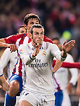 Gareth Bale of Real Madrid competes for the ball with Stefan Savic of Atletico de Madrid during their La Liga match between Atletico de Madrid and Real Madrid at the Vicente Calderón Stadium on 19 November 2016 in Madrid, Spain. Photo by Diego Gonzalez Souto / Power Sport Images