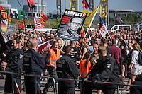 """Neonazis und Hooligans demonstrieren gegen Angela Merkel.<br /> Unter dem Motto """"Merkel muss weg"""" zogen ca. 1.200 am Samstag den 30. Juli 2016 mit einer Demonstration durch Berlin. Der Aufmarsch war vom einschlaegig bekannten Neonazi-Hooligan Enrico Stubbe angemeldet worden.<br /> Die Polizei hatte die Aufmarschroute der Rechten weitraeumig abgesperrt.<br /> Die Rechten forderten in Sprechchoeren immer wieder """"Nationalen Sozialismus! Jetzt!"""" (ein strafrechtlicher Trick, gemeint ist der Nationalsozialismus), beschimpften waehrend ihres Aufmarsches permanent Gegendemonstranten """"Wir kriegen euch alle"""" und """"Hurensoehne"""" und die Medienvertreter """"Luegenpresse"""". Mitarbeiter der Sicherheitsbehoerden erklaerten, dass es eindeutig ein rechtsextremer Aufmarsch gewesen sei bei dem sich keinerlei buergerliche Teilnehmer beteiligt haetten. Der Berliner Chef des Landesamt fuer Verfassungsschutz war persoenlich vor Ort um sich einen Eindruck zu verschaffen.<br /> Im Bild: In der Demonstration wird ein Plakat gehalten auf dem die rechtsextreme Organisation Compact Bundesjustizminister Heiko Maaß als SS-Mann verunglimpft.<br /> 30.7.2016, Berlin<br /> Copyright: Christian-Ditsch.de<br /> [Inhaltsveraendernde Manipulation des Fotos nur nach ausdruecklicher Genehmigung des Fotografen. Vereinbarungen ueber Abtretung von Persoenlichkeitsrechten/Model Release der abgebildeten Person/Personen liegen nicht vor. NO MODEL RELEASE! Nur fuer Redaktionelle Zwecke. Don't publish without copyright Christian-Ditsch.de, Veroeffentlichung nur mit Fotografennennung, sowie gegen Honorar, MwSt. und Beleg. Konto: I N G - D i B a, IBAN DE58500105175400192269, BIC INGDDEFFXXX, Kontakt: post@christian-ditsch.de<br /> Bei der Bearbeitung der Dateiinformationen darf die Urheberkennzeichnung in den EXIF- und  IPTC-Daten nicht entfernt werden, diese sind in digitalen Medien nach §95c UrhG rechtlich geschuetzt. Der Urhebervermerk wird gemaess §13 UrhG verlangt.]"""