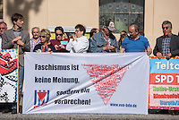 """Etwa 150 Menschen protestierten am Samstag den 1. August 2015 in der brandenburgischen Kleinstadt Zossen lautstark gegen eine auslaenderfeindliche Kundgebung der Neonazi-Splitterpartei """"Dritter Weg"""". Die Rechten hielten mit 50 Personen eine Kundgebung gegen gegen Fluechtlinge und """"Ueberfremdung"""" ab. Unter ihnen auch verurteilte Naziterroristen und NSU-Unterstuetzer. <br /> 1.8.2015, Zossen/Brandenburg<br /> Copyright: Christian-Ditsch.de<br /> [Inhaltsveraendernde Manipulation des Fotos nur nach ausdruecklicher Genehmigung des Fotografen. Vereinbarungen ueber Abtretung von Persoenlichkeitsrechten/Model Release der abgebildeten Person/Personen liegen nicht vor. NO MODEL RELEASE! Nur fuer Redaktionelle Zwecke. Don't publish without copyright Christian-Ditsch.de, Veroeffentlichung nur mit Fotografennennung, sowie gegen Honorar, MwSt. und Beleg. Konto: I N G - D i B a, IBAN DE58500105175400192269, BIC INGDDEFFXXX, Kontakt: post@christian-ditsch.de<br /> Bei der Bearbeitung der Dateiinformationen darf die Urheberkennzeichnung in den EXIF- und  IPTC-Daten nicht entfernt werden, diese sind in digitalen Medien nach §95c UrhG rechtlich geschuetzt. Der Urhebervermerk wird gemaess §13 UrhG verlangt.]"""