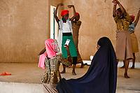 """MALI, Gao, catholic school, pupils train a dance for a program / katholische Schule ECSG """"Ecole Catholique Soeur Geneviève"""", Schule wurde während des Krieges 2012 von Islamisten als Quartier genutzt und zerstört, Maedchen probieren ein Tanzstück ein"""