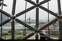 Eventcenter Bálna Budapest am Fövám tér11-12 und Freiheitsbrücke, Budapest, Ungarn