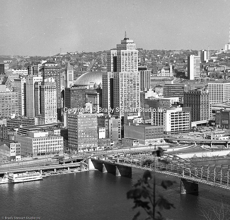 Pittsburgh Pa:  View from Mt Washington of the Grant Building in downtown Pittsburgh.  The photographic assignment was for a brochure to highlight upgrades to the building and to solicit more tenants.  The 40-story Grant Building is located at 310 Grant Street and was built in 1929.