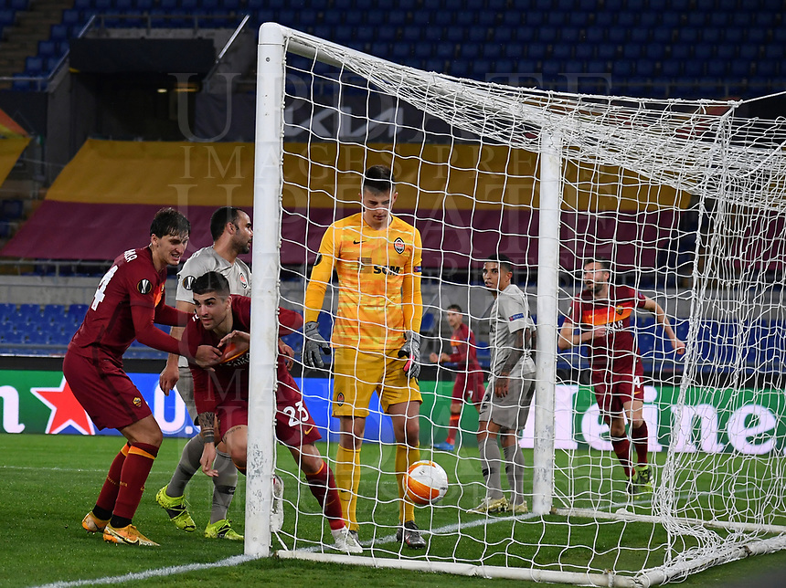 Football Soccer: Europa League -Round of 16 1nd leg AS Roma vs FC Shakhtar Donetsk, Olympic Stadium. Rome, Italy, March 11, 2021.<br /> Roma's Gianluca Mancini (second L) celebrates after scoring during the Europa League football soccer match between Roma and  Shakhtar Donetsk at Olympic Stadium in Rome, on March 11, 2021.<br /> UPDATE IMAGES PRESS/Isabella Bonotto