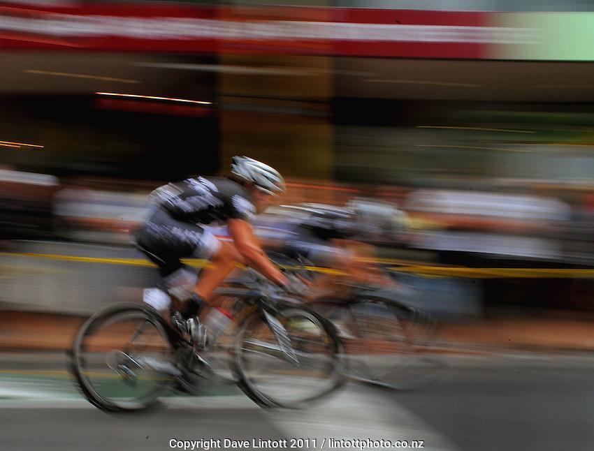 Pure Black's Glen Chadwick. Trust House Wellington Cycle Classic Stage 5 - Criterium at Lambton Quay, Wellington, New Zealand on Sunday, 30 January 2011. Photo: Dave Lintott / lintottphoto.co.nz