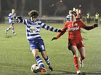 AA GENT LADIES - FC TWENTE :<br /> Evelien Van Sinay (L) houdt Marlous Pieete (R) van de bal<br /> foto Dirk Vuylsteke / Nikonpro.be