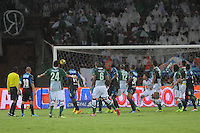 MEDELLÍN -COLOMBIA-17-11-2013. Aspecto de la jugada de Juan David Valencia de Atlético Nacional que terminó en gol contra de Millonarios durante el partido de la final de la Copa Postobón 2013 realizado en el estadio Atanasio Girardot de Medellín./ Aspect of the action where Juan David Valencia of Atletico Nacional scores a goal against Millonarios during the match of the final of Copa Postobon 2013 played at Atanasio Girardot stadium in Medellin. Photo: VizzorImage/Luis Ríos/STR