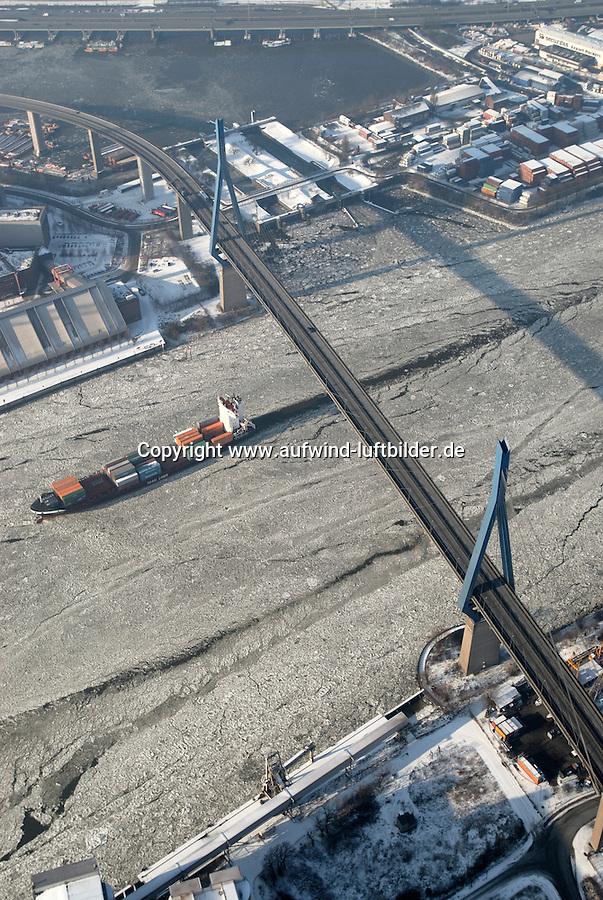 4415/Tetuan: EUROPA, DEUTSCHLAND, HAMBURG  28.01.2006 M/V Tetuan der Rederei Komrowski, TeamLines, Container Fessel, Containerschiff, Fedder, Gueterverbindung von Hamburg nach Skandinavien,  Elbe, Eis auf der Elbe, Eisgang, Koehlbrandbruecke, Seeweg, auf dem Weg zur CTA, Container terminal Altenwerder, hier ist der Knotenpunkt fuer Container u.a. aus Skandinavien, Hafenquerspange, Schluesselstelle im Verkehrskonzept der Hansestadt Hamburg, Querrung des Köhlbrand, Suederelbe