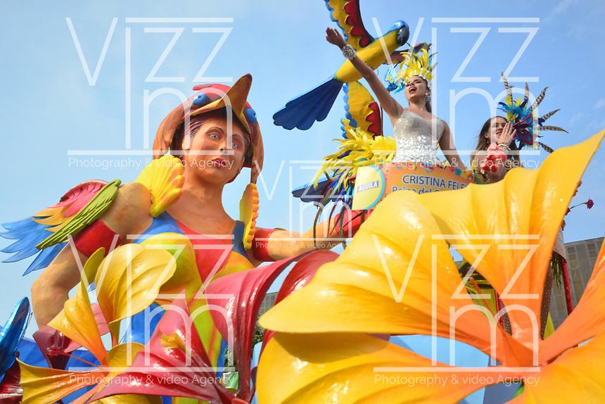 BARRANQUILLA - COLOMBIA, 02-03-2019: Reinas en una carroza animan la fiesta durante el desfile Batalla de Flores del Carnaval de Barranquilla 2019, patrimonio inmaterial de la humanidad, que se lleva a cabo entre el 2 y el 5 de marzo de 2019 en la ciudad de Barranquilla. / A queens in a float cheer the party during the Batalla de las Flores as part of the Barranquilla Carnival 2019, intangible heritage of mankind, that be held between March 2 to 5, 2019, at Barranquilla city. Photo: VizzorImage / Alfonso Cervantes / Cont.