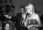 MASSIMO GARGIA E AMANDA LEAR<br /> FESTA ENRICO COVERI AL TOULA' <br /> MILANO 1989