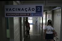Campinas (SP), 30/01/2021 - Vacinacao Covid-19 -  Profissionais de saude: medicos, enfermeiros, tecnicos de enfermagem, auxiliares de enfermagem, cirurgioes dentistas, tecnicos de analises clinicas e motoristas de ambulancia, recebem a vacina contra a Covid-19 nesse sabado (30), no CAIC Sudoeste, na vila Uniao na cidade de Campinas, interior de Sao Paulo. Ate o momento, Campinas imunizou 18.998 pessoas contra a Covid-19. (Foto: Denny Cesare/Codigo 19/Codigo 19)