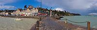 France, Ille-et-Vilaine (35), côte d'émeraude, Cancale, vue sur la ville et le port de La Houle / en fond l'Ile des Rimains / France, Ille et Vilaine, cote d'emeraude (Emerald Coast), Cancale, view over the city and La Houle harbour , Rimains Island in back