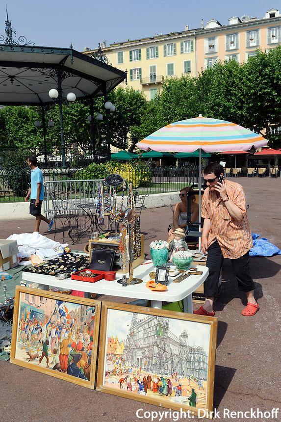 Flohmarkt auf der Place Saint Nicolas in Bastia, Korsika, Frankreich