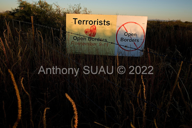 Douglas, Arizona.USA.October 20, 2006..A ranch owner living on the border with Mexico, where thousands of illegal immigrates cross, places a sign in his field against the possible crossing of terrorists at this border..