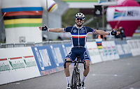 Julian Alaphilippe (FRA/Deceuninck-QuickStep) wins solo and crowns himself the new World Champion<br /> <br /> Men's Elite Road Race from Imola to Imola (258km)<br /> <br /> 87th UCI Road World Championships 2020 - ITT (WC)<br /> <br /> ©kramon