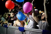 Segrate (Milano). MIAMI, festival di musica italiana indipendente organizzato da Rockit al circolo Magnolia. Pubblico e palloncini colorati --- Segrate (Milan). MIAMI, festival of italian indie music, organised by Rockit. People and colorful balloons