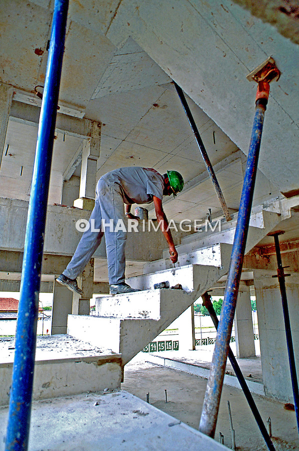 Trabalhadores da construção civil. São Paulo. 1994. Foto de Juca Martins.