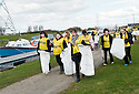 20/04/2010   Copyright  Pic : James Stewart.07_helix_litter  .::  HELIX PROJECT ::  KIDS FROM BRAES HIGH SCHOOL TAKE PART IN THE LITTER PICK AT THE FORTH & CLYDE CANAL BETWEEN LOCK 2 AND THE BLUE BRIDGE ::.
