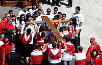 Young people from Krakow carry a wooden cross to Panama's young representants of the Panama 2019 World Youth Day, during the Palm Sunday Mass in Saint Peter's Square at the Vatican, April 9, 2017. <br /> UPDATE IMAGES PRESS/Isabella Bonotto<br /> <br /> STRICTLY ONLY FOR EDITORIAL USE