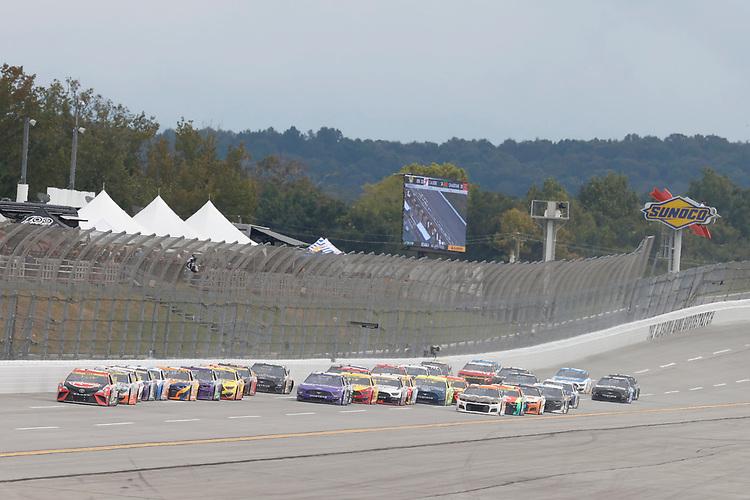 #20: Christopher Bell, Joe Gibbs Racing, Toyota Camry Rheem, #17: Chris Buescher, Roush Fenway Racing, Ford Mustang Violet Defense