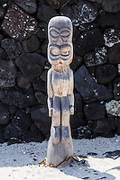 Hawaiian tiki statue (ki'i) in Pu'uhonua o Honaunau National Historical Park, Big Island.