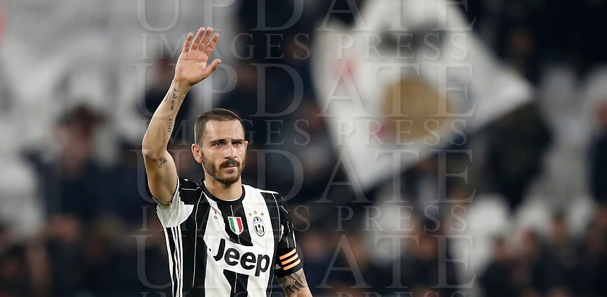Calcio, Serie A: Torino, Juventus Stadium, 6 maggio 2017. <br /> Juventus' Leonardo Bonucci greets supporters at the end of the Italian Serie A football match between Juventus and Torino at Torino's Juventus stadium, May 6, 2017.<br /> UPDATE IMAGES PRESS/Isabella Bonotto