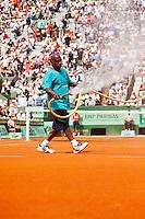 31-05-12, France, Paris, Tennis, Roland Garros, court spraying