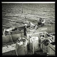 Sea Watch-2.<br /> Die Sea Watch-2 ist zu ihrer 13. SAR-Mission vor der libyschen Kueste.<br /> Im Bild: Eines der Rettungsschlauchboote (Tender) wird an Bord geholt.<br /> 19.10.2016, Mediterranean Sea<br /> Copyright: Christian-Ditsch.de<br /> [Inhaltsveraendernde Manipulation des Fotos nur nach ausdruecklicher Genehmigung des Fotografen. Vereinbarungen ueber Abtretung von Persoenlichkeitsrechten/Model Release der abgebildeten Person/Personen liegen nicht vor. NO MODEL RELEASE! Nur fuer Redaktionelle Zwecke. Don't publish without copyright Christian-Ditsch.de, Veroeffentlichung nur mit Fotografennennung, sowie gegen Honorar, MwSt. und Beleg. Konto: I N G - D i B a, IBAN DE58500105175400192269, BIC INGDDEFFXXX, Kontakt: post@christian-ditsch.de<br /> Bei der Bearbeitung der Dateiinformationen darf die Urheberkennzeichnung in den EXIF- und  IPTC-Daten nicht entfernt werden, diese sind in digitalen Medien nach §95c UrhG rechtlich geschuetzt. Der Urhebervermerk wird gemaess §13 UrhG verlangt.]