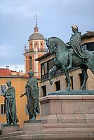 France/2A/Corse-du-Sud/Ajaccio: La place du Général De Gaulle, anciennement place du Diamant, la statue de Napoléon et ses frère datant de 1855 - En fond la cathédrale