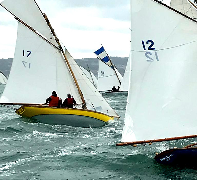 Oona (17, Peter Courtney) Isobel (19, Brian & Conor Turvey) and Rosemary (12, David Jones, George Curley & David Potter) getting stuck in at the Howth 17 Nationals