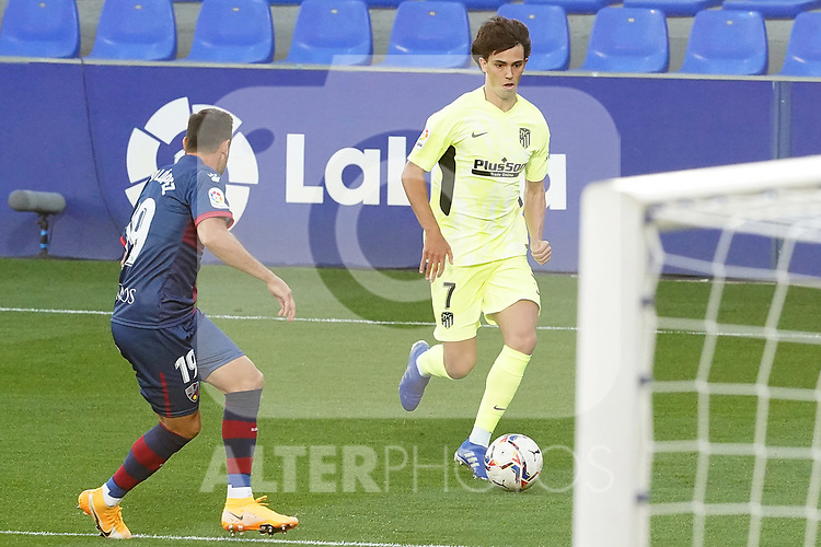 SD Huesca's Pedro Lopez (l) and Atletico de Madrid's Joao Felix during La Liga match. September 30,2020. (ALTERPHOTOS/Acero)