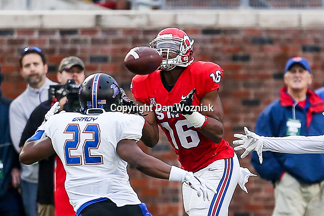 Southern Methodist Mustangs and Tulsa Golden Hurricanes in action during the game between the Tulsa Golden Hurricanes and the SMU Mustangs at the Gerald J. Ford Stadium in Fort Worth, Texas.