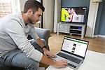 Foto: VidiPhoto<br /> <br /> ZETTEN – Voetbalanalist Remon Hendriksen uit Zetten analyseert met zijn software voetbalwedstrijden op basis van feiten.