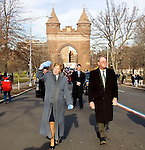 HARTFORD, CT- 03 JANUARY 07- 010307JT05-<br /> Gov. M. Jodi Rell and her husband Louis walk along Wednesday's parade route to the Legislative Office Building in Hartford before the Swearing-In Ceremony on Wednesday.<br /> Josalee Thrift Republican-American