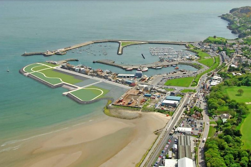 The new land to the west, showing clearly how it will direct the ebb tide stream further away the harbour entrance. And surely it has many more possible uses – such as Kite-Surfing Central - than just another a dull seaside mini-park and strolling area