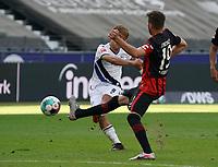 Ritsu Doan (Arminia Bielefeld) zieht ab gegen David Abraham (Eintracht Frankfurt)<br /> - 19.09.2020: Fussball  Bundesliga, Saison 20/21, Spieltag 1, Eintracht Frankfurt vs. Arminia Bielfeld, emonline, emspor, v.l. Deutsche Bank Park<br /> Foto: Marc Schueler/Sportpics.de <br /> Nur für journalistische Zwecke. Only for editorial use. (DFL/DFB REGULATIONS PROHIBIT ANY USE OF PHOTOGRAPHS as IMAGE SEQUENCES and/or QUASI-VIDEO)